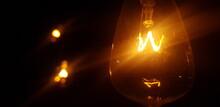 Focos Amarillos En La Oscuridad
