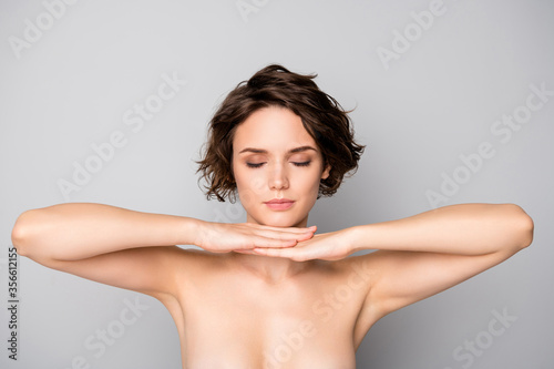 Obraz na plátne Portrait of minded pensive girl touch chin hands imagine she fashion beauty mode