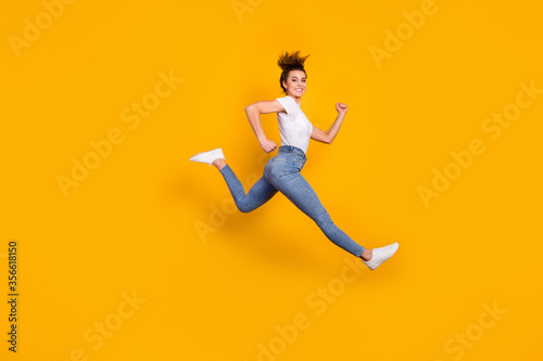Full length body size view of her she nice attractive lovely sporty cheerful che Tableau sur Toile