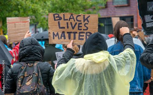 Obraz na plátně Protesting against racism
