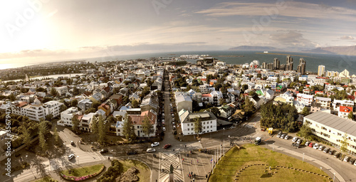 Obraz na plátně REYKJAVIK, ICELAND - AUGUST 10, 2019: Amazing panoramic aerial view of the city
