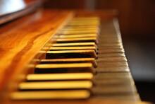 Manuał Zabytkowego Instrumentu Organowego W Bieruniu