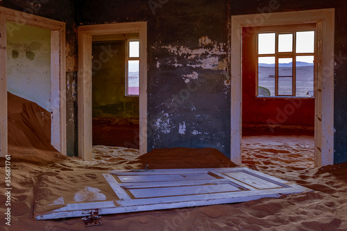 Fototapeta Sand has invaded and taken over these rooms in Kolmanskoppe, Namibia