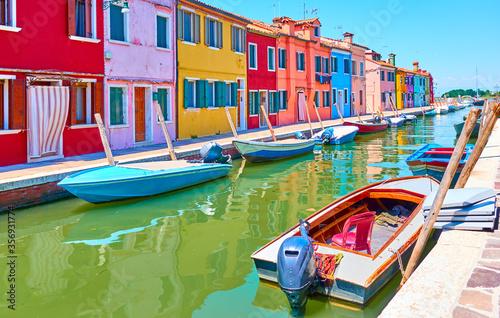 Fototapeta Canal in Burano in Venice obraz
