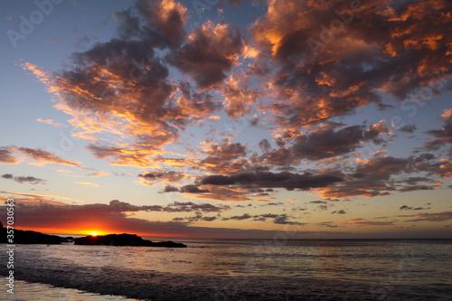 Valokuvatapetti A stunning sunset on the coast of Costa Rica