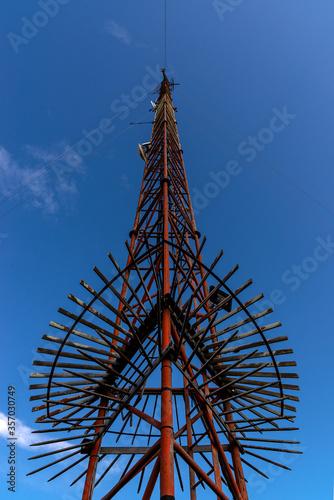 Fotografia Antena de comunicaciones tecnológicas para recepción de señales.