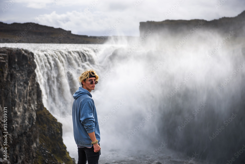 Fototapeta Hiker standing at the edge of the Dettifoss waterfall in Iceland