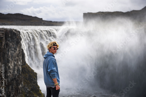 Fototapeta Hiker standing at the edge of the Dettifoss waterfall in Iceland obraz