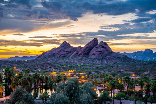 The red sandstone buttes of Papago Park in Arizona after sunset. Slika na platnu