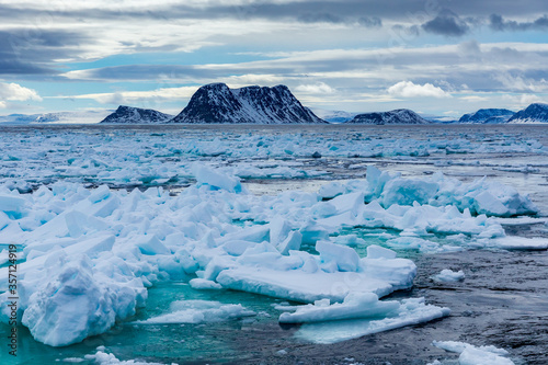Fototapeta norway landscape ice nature of the glacier mountains of Spitsbergen Longyearbyen Svalbard arctic ocean winter polar day sunset sky obraz