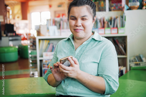 Canvastavla Portrait of Asian young blind person woman using smart phone with voice accessib