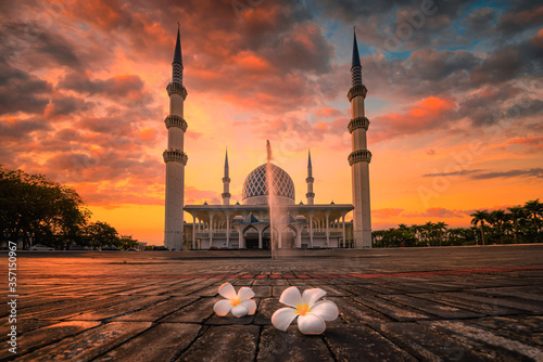 Sultan Salahudin Abdul Aziz Shah Mosque at sunset in Shah Alam, Malaysia Canvas Print
