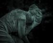 rzeźba płaczącej kobiety
