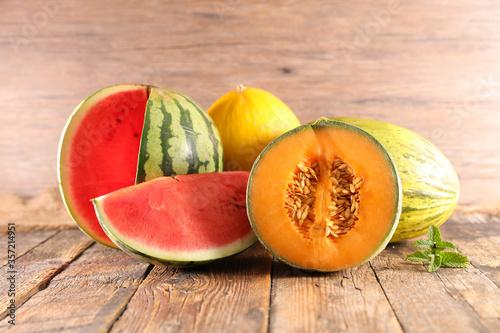 Carta da parati assorted of melon and watermelon