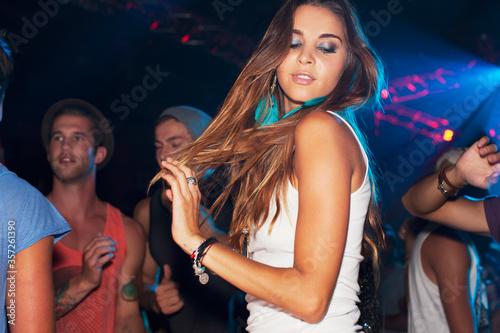 Canvastavla Woman dancing on dance floor in nightclub