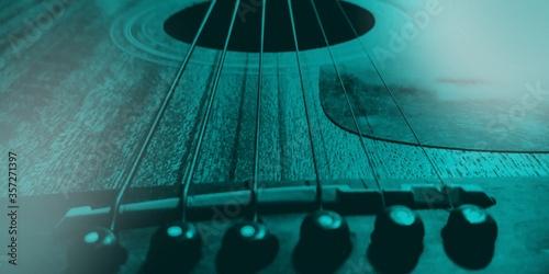 Photo Fotografia conceitual das cordas do violão em azul e contrastes negros