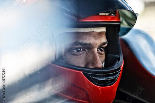 Carta da parati Racer sitting in car