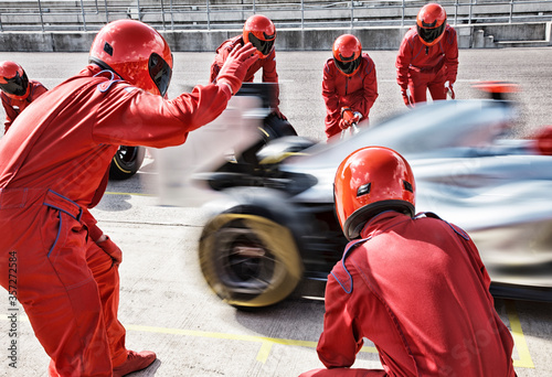 Fotografie, Tablou Racing team working at pit stop