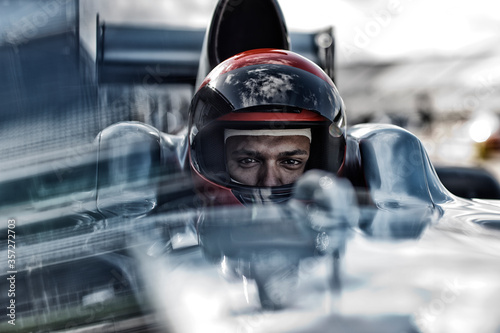 Fotomural Racer sitting in car