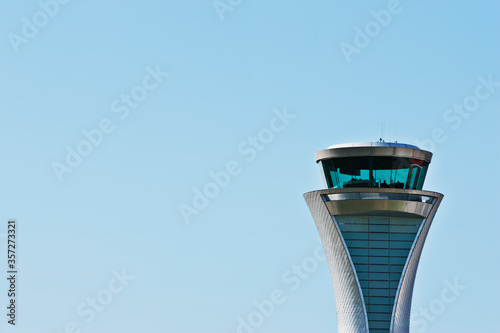 Photo Air traffic control tower and blue sky