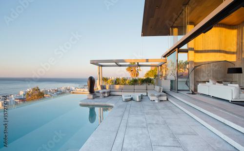 Obraz Infinity pool and patio of modern house - fototapety do salonu