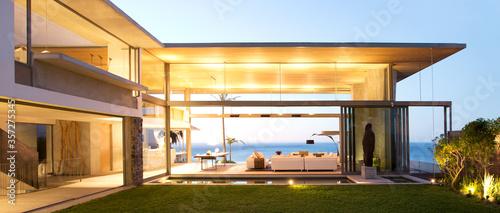 Obraz na plátne Open floor plan of modern house