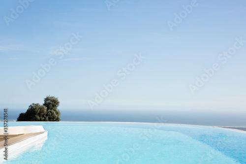 Fotografie, Obraz Infinity pool overlooking hillside