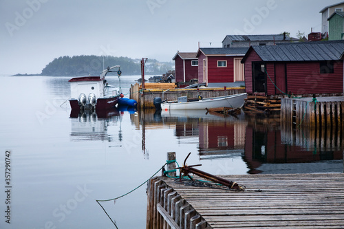 Photo Boats and buildings on calm bay