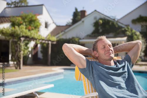 Obraz na płótnie Man relaxing at poolside
