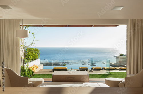 Fotografia, Obraz Sunny bedroom and patio overlooking ocean