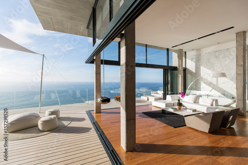 Fotografija Modern living room and balcony