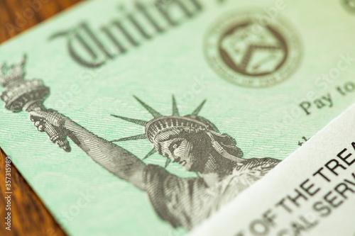 Fotografía United States Internal Revenue Service, IRS, Check and Corner of Envelope