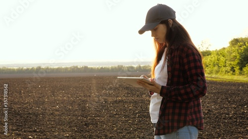 girl agronomist checks the quality of sowing grain Canvas Print