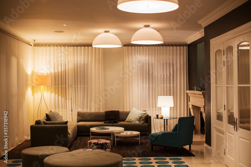 Fotografia Illuminated domed lights over home showcase living room
