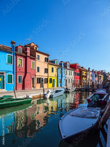 Obraz Bunte Gebäude auf der Insel Burano bei Venedig, Italien - fototapety do salonu