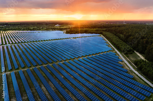 Obraz Solar powewr farm at sunset - fototapety do salonu