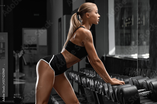 Fototapeta Sexy athletic girl workout in gym. Fitness woman doing exercise. Beautiful butt in leggings obraz