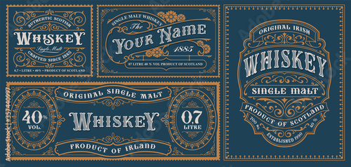 Foto A set of vintage alcohol label templates for packaging and many other uses