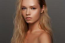 Closeup Face Fashion Beauty Po...