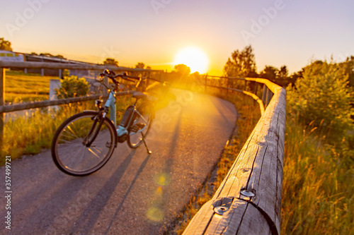 Fotografie, Obraz Fahrrad, Bike Tour bei Sonnenuntergang