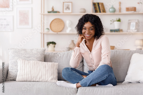 Canvastavla Happy African Girl Posing In Stylish Living Room Interior, Smiling At Camera
