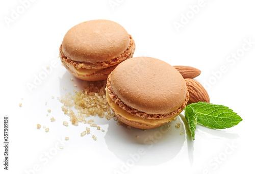 Fototapeta two caramel macaroons obraz