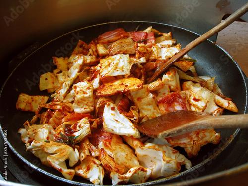 Photo Dak-galbi, or spicy stir-fried chicken, is a popular Korean dish made by stir-fr