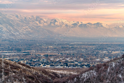 Obraz na plátne Stunning Wasatch Mountains and Utah Valley with houses dusted with winter snow