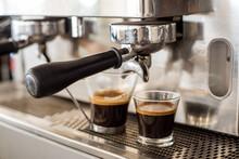 Dos Cafés Solo En Cafetera De...