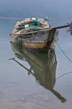 Vietnamesische Fischerboote In Der Lagune