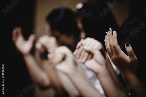 Fotomural Group of people praying worship believe.