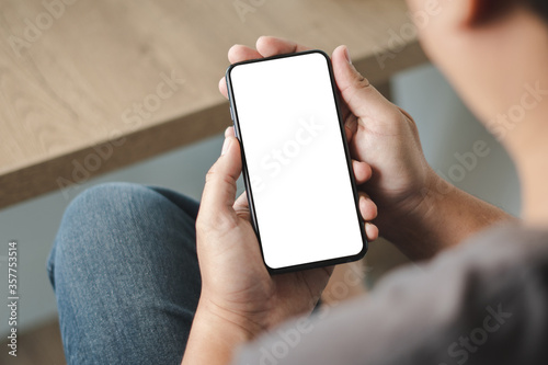 Foto Top view Mockup image hand using a smartphone man Holding Cell Phone With Blank