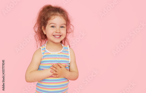 Cuadros en Lienzo Portrait of cute little child girl with a snow-white smile and healthy teeth over pink background
