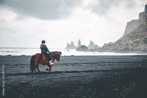 Fototapeta riding on black sand obraz